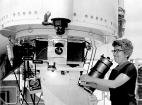 Vera Rubin operating the 2.1-meter telescope at Kitt Peak, 1970. Courtesy of National Optical Astronomy Observatory (NOAO)/AURA/NSF.